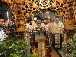 Λαγκαδάς - Τώρα: Λαοθάλασσα για τον θαυματουργό Τίμιο Σταυρό που θεραπεύει - Συνεχής ενημέρωση