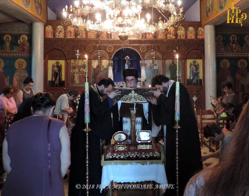 Άρτα: Ιερό Ευχέλαιο στην Ενορία Αγίων Αποστόλων