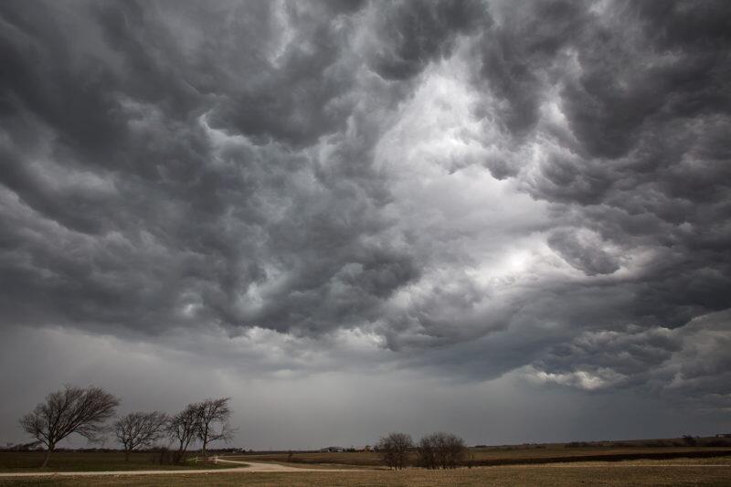 Καιρός: Μπόρες και ισχυρές καταιγίδες το Σαββατοκύριακο