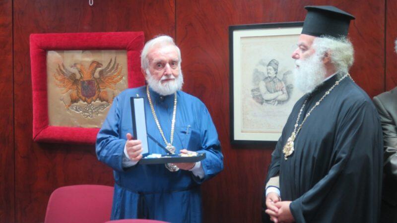 Ο Αλεξανδρείας Θεόδωρος απένειμε τον Μεγαλόσταυρο του Ευαγγελιστή Μάρκου στον Περγάμου Ιωάννη