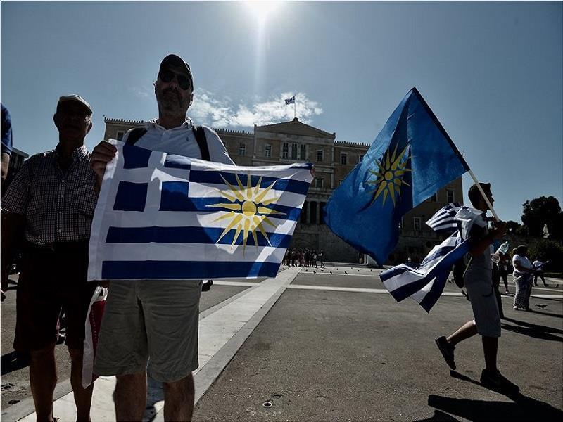 Συλλαλητήριο - Μακεδονία: Πλήθος κόσμου βροντοφώναξε ΟΧΙ στο Σύνταγμα
