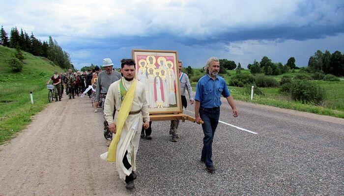 Ρωσία: Μεγαλειώδεις λιτανείες για τα 100 χρόνια από την δολοφονία της Αγίας Τσαρικής Οικογένειας