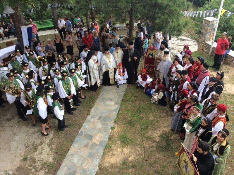 Προσκύνημα νέων ζευγαριών από τη Λάρισα στο Σταυρό του Αγίου Κοσμά του Αιτωλού στην Άνω Μηλιά Πιερίας