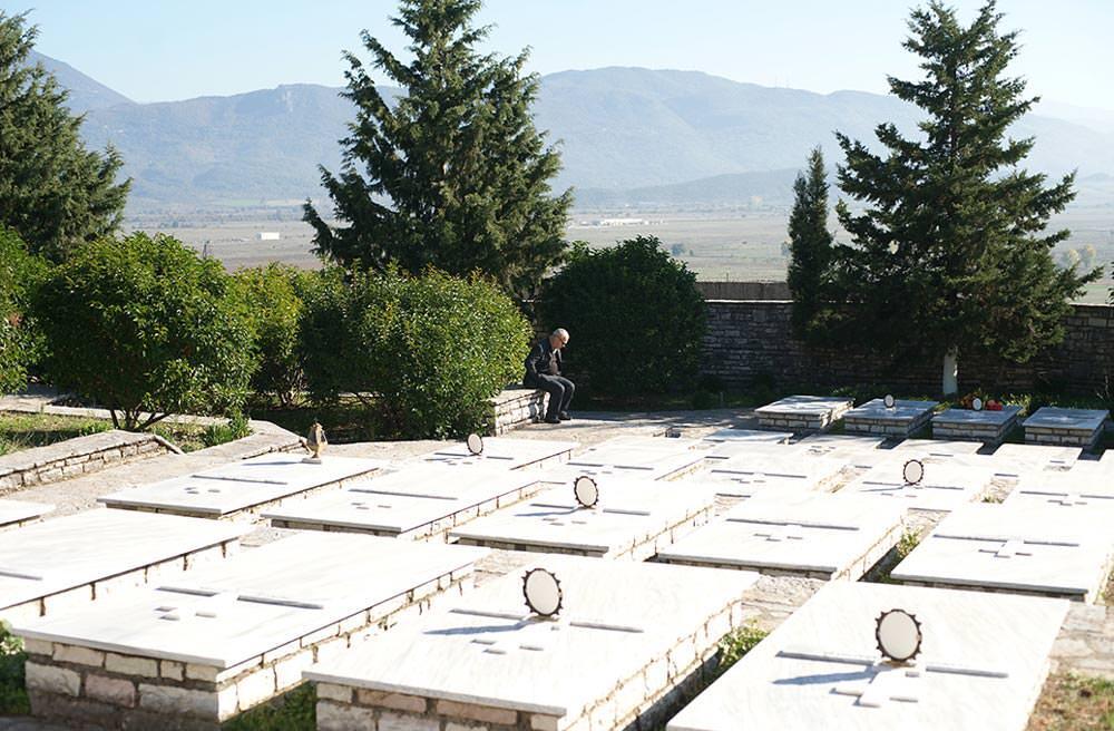 οστά 100 Ελλήνων στρατιωτών στο νεκροταφείο Βουλιαριτών