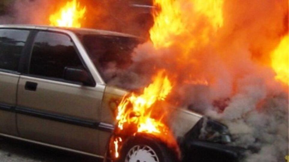 Αττική Οδός - Φωτιά τώρα σε αυτοκίνητο