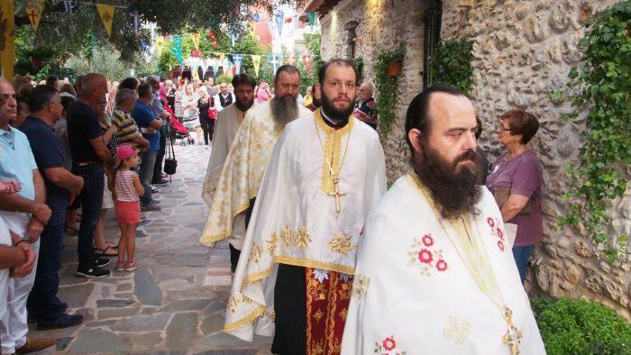 Αγία Παρασκευή: Λαοθάλασσα στη Μεταμόρφωση - Μεγαλειώδης Λιτανεία