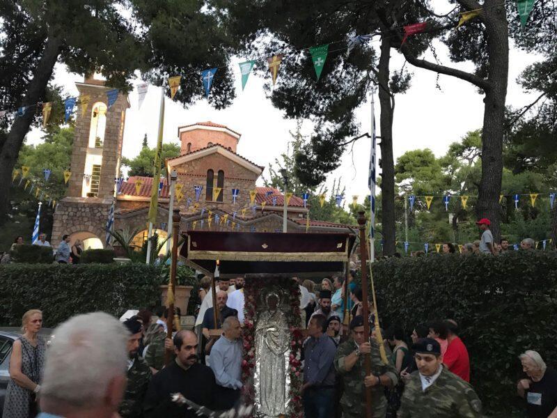 Αγία Μαρίνα - Εκάλη Τώρα: Κλήρος και χιλιάδες πιστοί στη λιτάνευση της Ι. Εικόνας και Λειψάνων