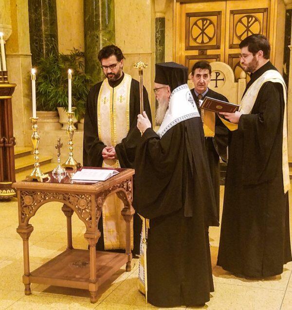 Ο Αρχιεπίσκοπος Αμερικής Δημήτριος τέλεσε τρισάγιο υπέρ αναπαύσεως των ψυχών των θυμάτων των τραγικών πυρκαγιών