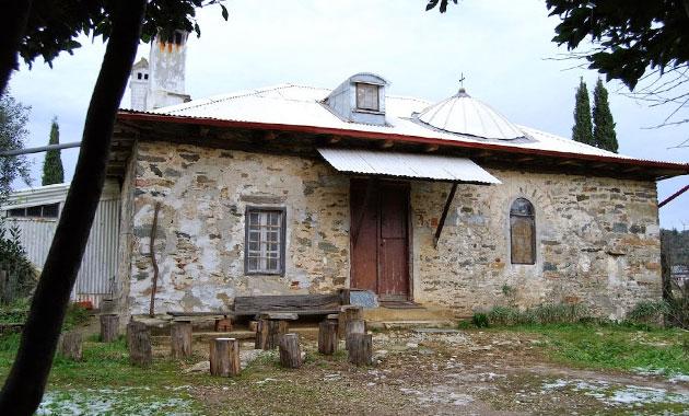 Άγιος Γέροντας Παΐσιος: Το αγιασμένο κελί της Παναγούδας