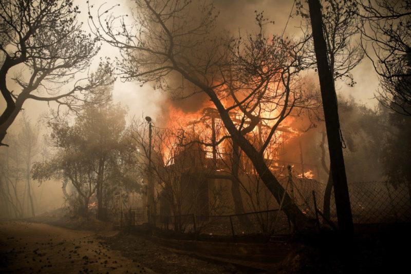 ΦΩΤΙΑ Κινέτα Τώρα: Σοκάρουν οι εικόνες, φεύγουν οι κάτοικοι