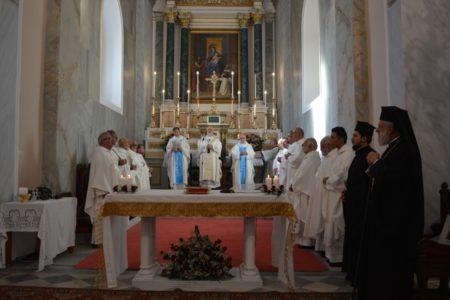 Στον Αρχιεπίσκοπο Ρ/Καθολικών Τήνου-Νάξου ευχήθηκε χθες ο Σεβασμιώτατος κ. Δωρόθεος Β'