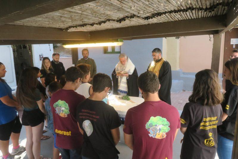 Αγιασμός στο κατασκηνωτικό κέντρο Σύρου από τον Μητροπολίτη Δωρόθεο