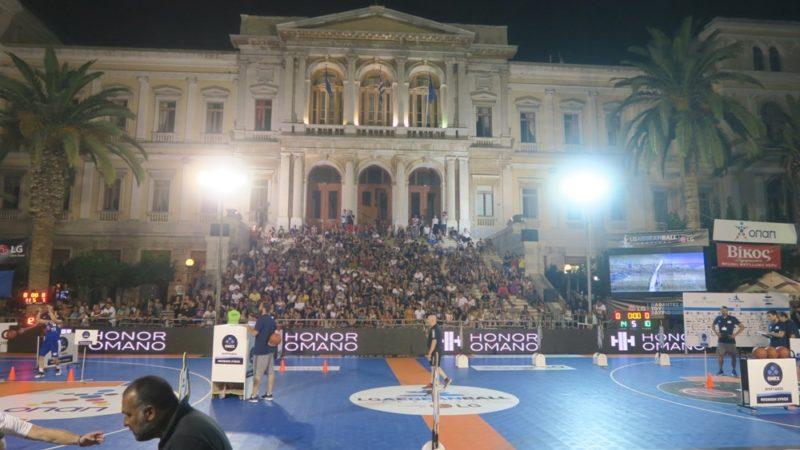 Ερμούπολη: Ο Μητροπολίτης Δωρόθεος παρηκολούθησε απόψε την τελευταία ημέρα των αγώνων Μπάσκετ