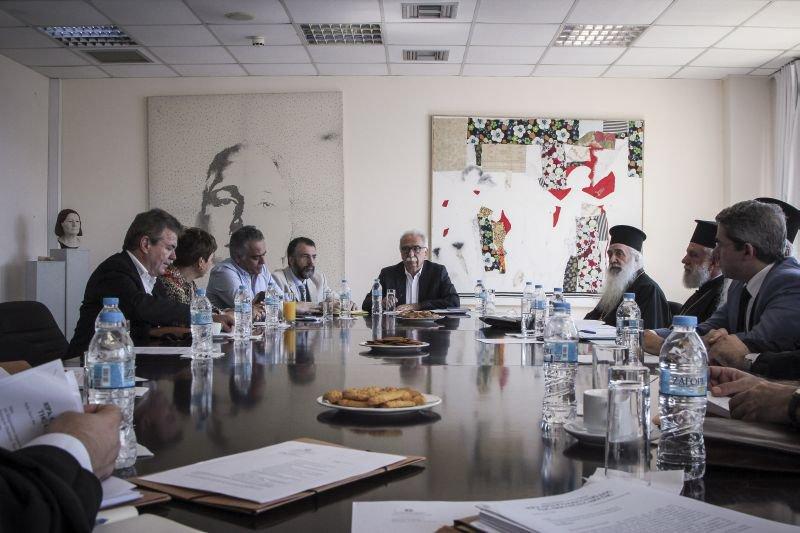 Εκκλησία Ελλάδος - Πολιτεία - Συνεδρίαση: Επιλύεται το θέμα της αναπλήρωσης των συνταξιοδοτηθέντων ιερέων