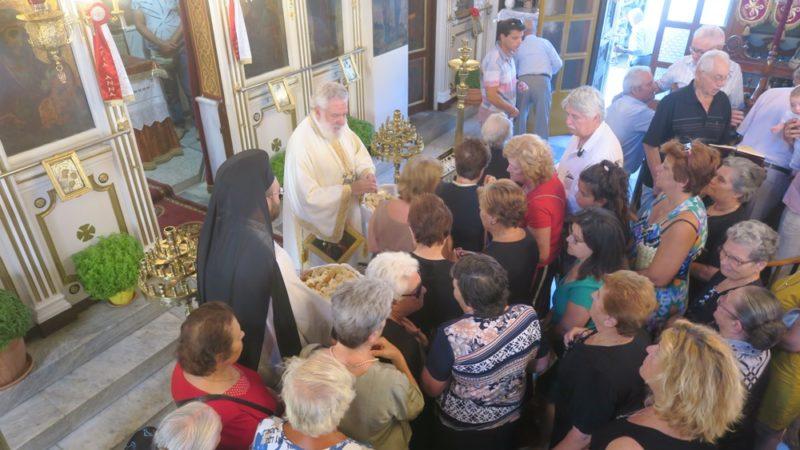 Κύθνος: Στον Ιερό Ναό της Αγίας Προμήτορος Άννης ιερούργησε ο Σύρου Δωρόθεος