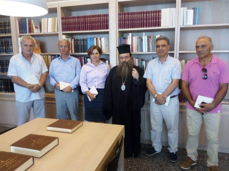 Η Περιφερειάρχης Βορείου Αιγαίου στη Βιβλιοθήκη της Ι.Μ. Χίου