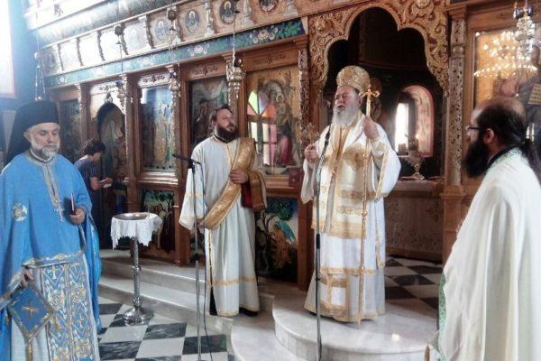 Ο Χαλκίδος Χρυσόστομος στην Καστέλλα - Απονομή Οφφικίου σε κληρικό