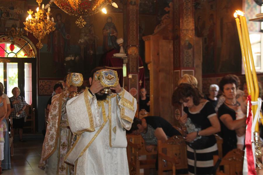 Θεία Λειτουργία στον Ιερό Ναό Αγίας Παρασκευής Τ.Κ. Μολόχας