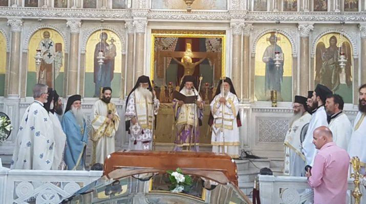 Λάρισα: Αρχιερατικό συλλείτουργο ενώπιον του ιερού σκηνώματος του μακαριστού Μητροπολίτου