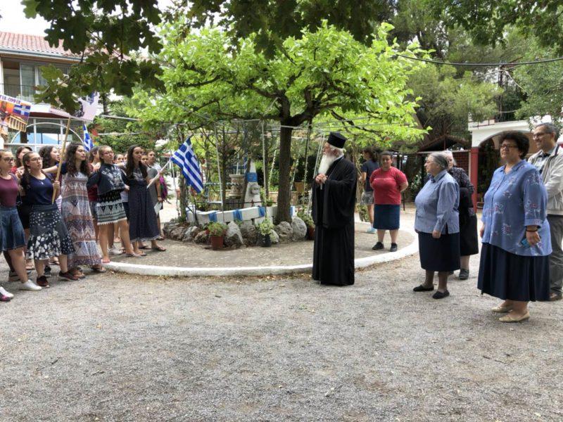 """Ο Θηβών Γεώργιος στην Κατασκήνωση """"Αγία Ταβιθά"""" στην Αράχωβα"""
