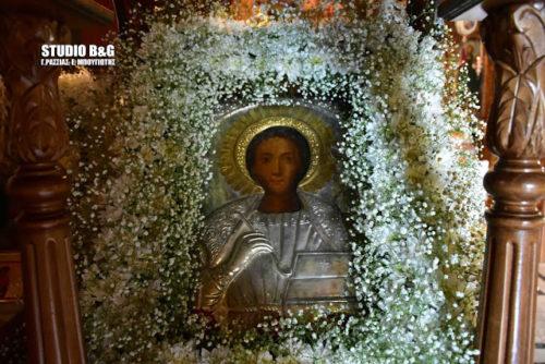Αγιος Παντελεήμονας - Μυκήνες: Πλήθος πιστών στην περιφορά της εικόνας και του ιερού λειψάνου