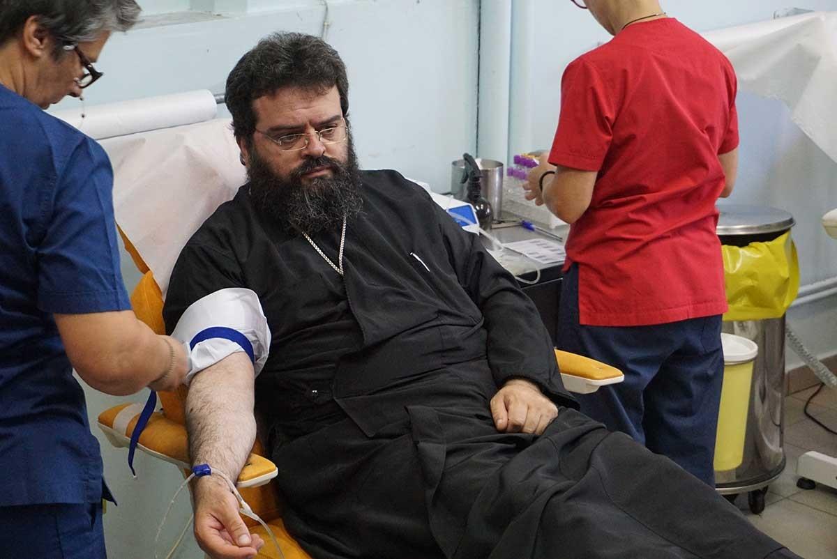 Μητροπολίτης και Ιερείς της Ροδόπης αιμοδότησαν για τους πυρόπληκτους