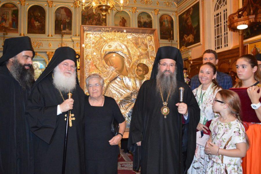 Λευκάδα: Χιλιάδες πιστοί υποδέχθηκαν την Παναγία Παραμυθία από το Αγιο Όρος