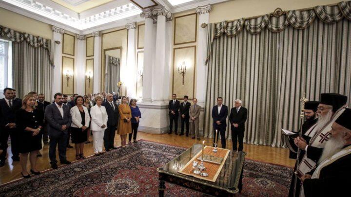 Ορκωμοσία νέας κυβέρνησης από Επίσκοπο Μεθώνης Κλήμη