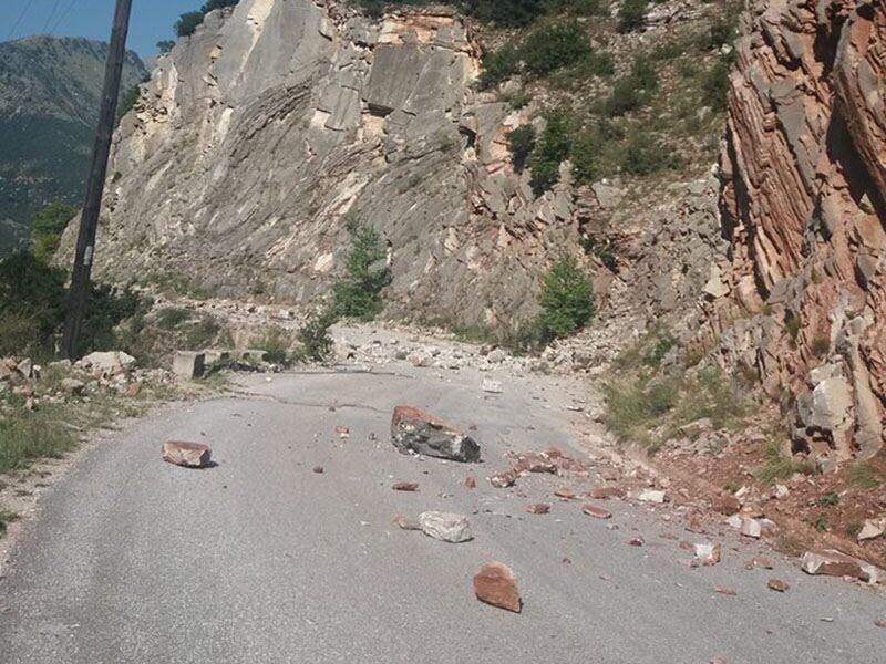 Σεισμός ΤΩΡΑ: Φωτογραφίες από την καταστροφή