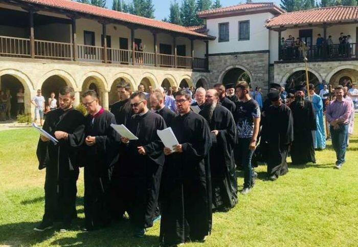 Ο Αλβανίας Αναστάσιος στον τάφο του Αγίου Κοσμά στο Φίερι