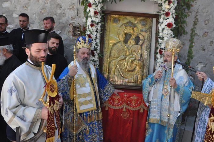 Πλήθος πιστών στην Ιερά Μονή Παναγίας της Εικοσιφοινίσσης στο Παγγαίο