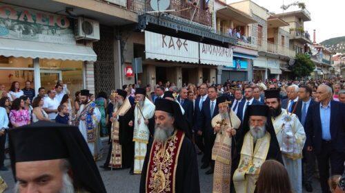 Πλήθος πιστών στη λιτάνευση της εικόνας του Αγ. Κοσμά του Αιτωλού στη γενέτειρά του