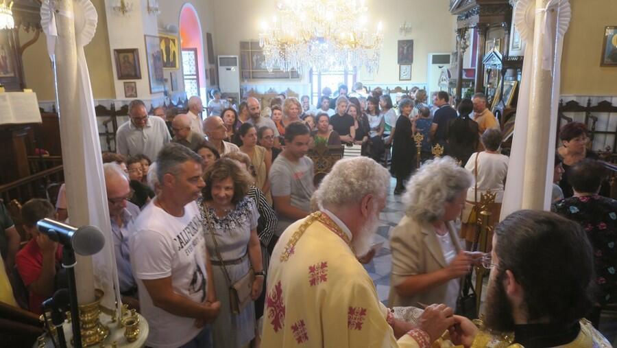 Σέριφος: Σύρου Δωρόθεος και πλήθος πιστών στην Εκκλησία Ευαγγελισμού της Θεοτόκου