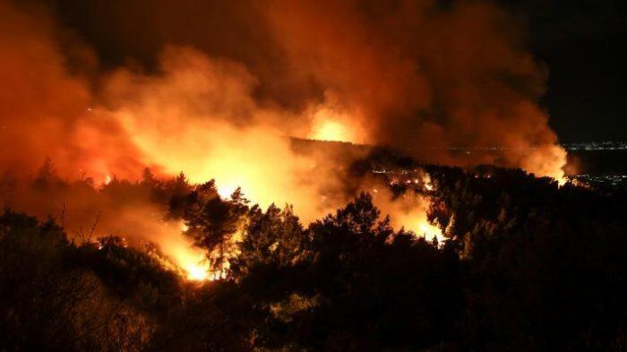 Αγία Μαρίνα Φωτιά Τώρα: Υπό έλεγχο η φωτιά - Συναγερμός για την Πέμπτη