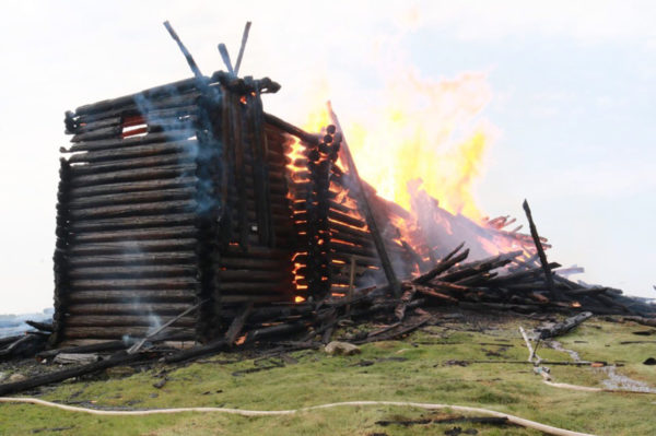 Ιστορική εκκλησία Κοιμήσεως της Θεοτόκου καταστράφηκε από φωτιά