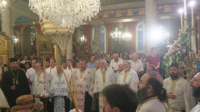 Μεταμόρφωση Σωτήρος: Πλήθος πιστών στον Μητροπολιτικό Ναό Ερμουπόλεως