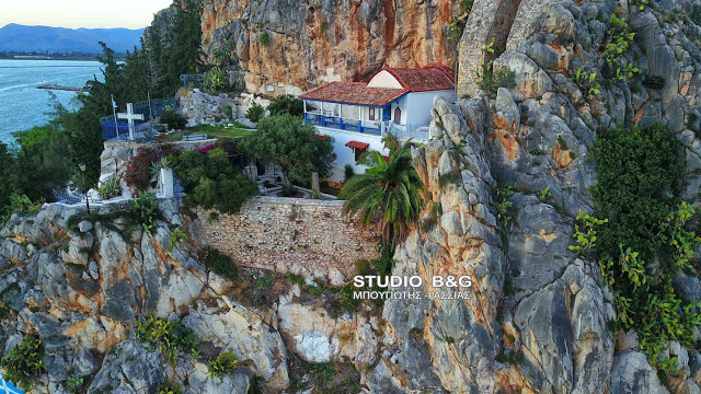 Η Εκκλησία της Παναγίας στα δυτικά βράχια της Ακροναυπλίας