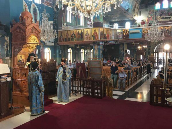 Θεία Λειτουργία στον πανηγυρίζοντα ιερό ναό Παναγίας Ελεούσης Λιοπετρίου