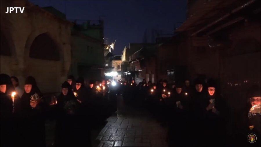 Κάθοδος της εικόνας της Θεοτόκου στη Γεθσημανή - Πλήθος κόσμου στη λιτανεία