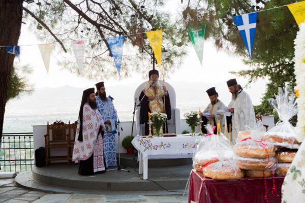 Εκατοντάδες πιστοί συνέρρευσαν στο Προσκύνημα της Παναγίας Προυσιωτίσσης