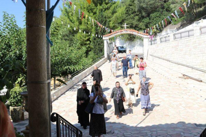 Τώρα: Τα πρώτα φιδάκια της Παναγίας σε Αργίνια και Μαρκόπουλο - Μαρτυρίες Ιερέων (ΦΩΤΟ)