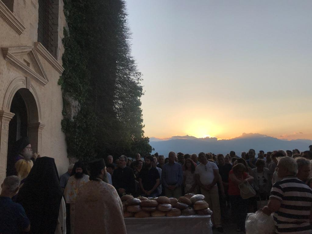 Πλήθος πιστών στην Ιερά Παράκληση στην Μονή Παναγίας Φανερωμένης Ιεράπετρας