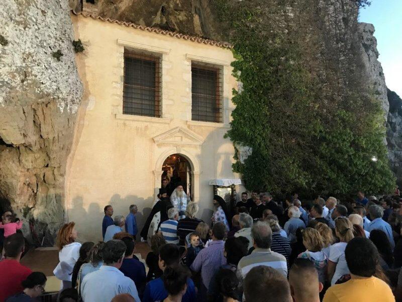 Κοίμηση της Θεοτόκου: Πλήθος πιστών στην πανηγυρίζουσα Μονή Παναγίας Φανερωμένης Ιεράπετρας