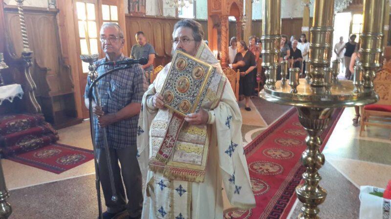 Η Κυριακάτικη Θεία Λειτουργία στον Ιερό Ενοριακό Ναό Αγίας Τριάδος Καλάμου