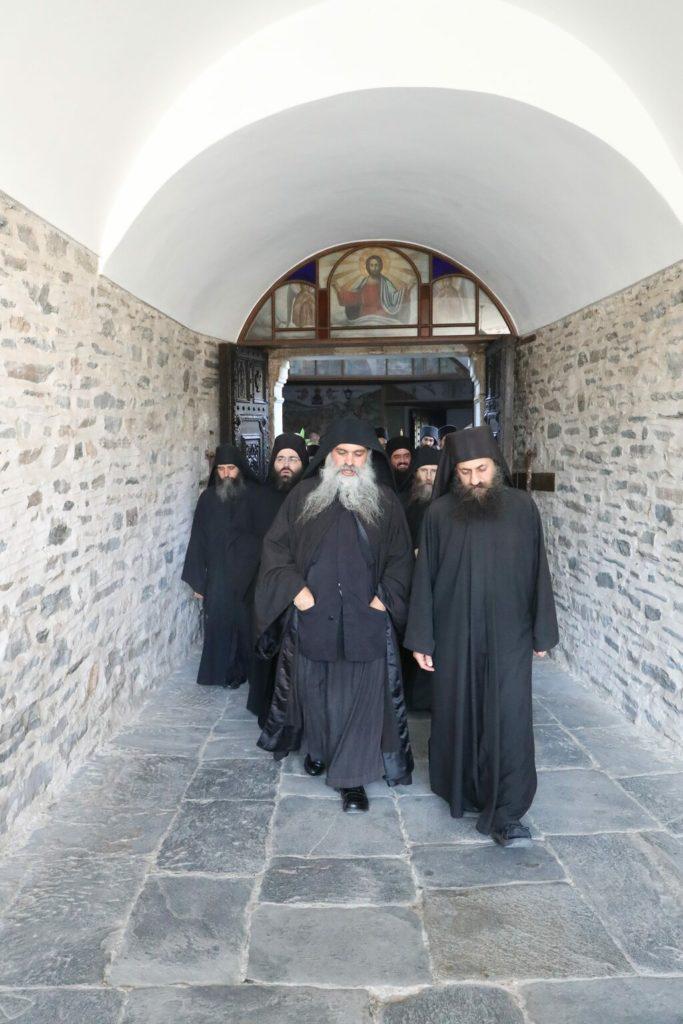 Στο Άγιο Όρος ο Πατρών Χρυσόστομος για την Αγία Ζώνη
