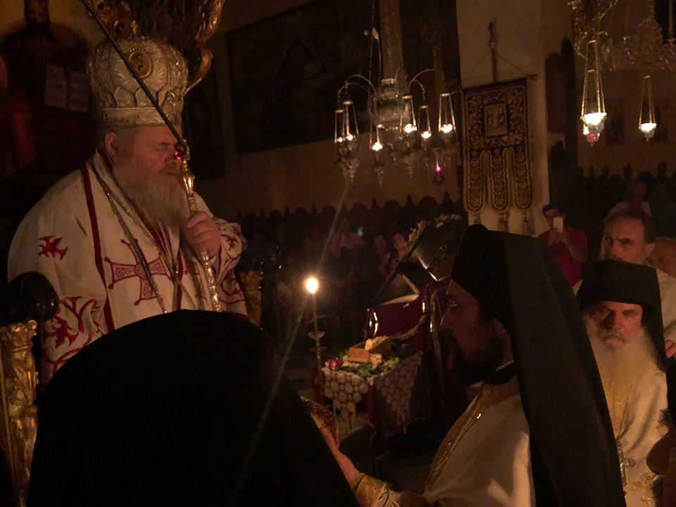Γέροντας Αμφιλόχιος Μακρής: Πλήθος κόσμου στην πρώτη νυχτερίνη Θεία Λειτουργία