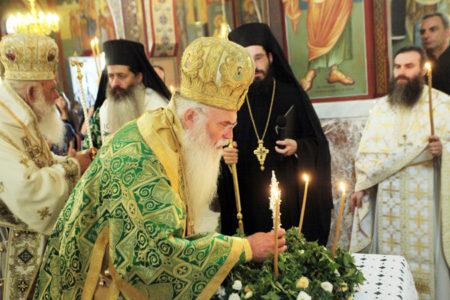 Τιμίου Σταυρού - Αρχιεπίσκοπος: Ο Σταυρός μας ανακουφίζει και δίνει νόημα στην ζωή μας