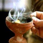 Τι συμβολίζει το Θυμίαμα; – Τι κάνουμε όταν μας θυμιάζει ο Ιερέας;