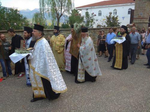 Πλήθος πιστών στην Ι. Μονή Καταθέσεως Τιμίας Ζώνης Θεοτόκου Λυκουρίσσης