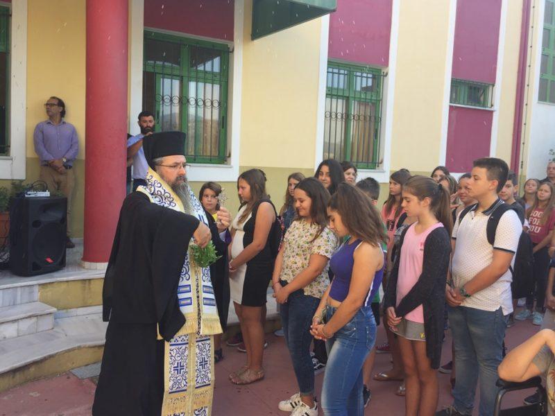 Αγιασμός σχολείων από τον Λευκάδος Θεόφιλο